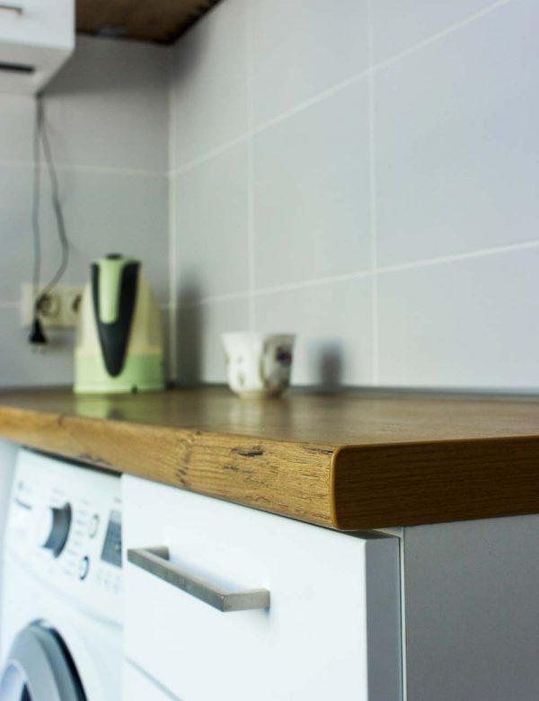 131_Небольшая-угловая-кухня-с-крашенными-фасадами