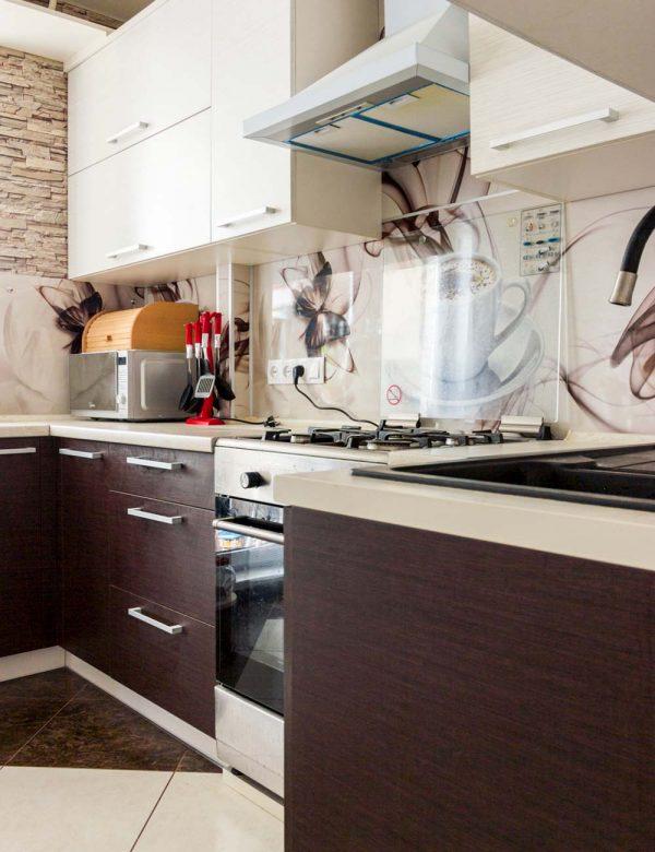 140_угловая-кухня-с-крашенными-фасадами