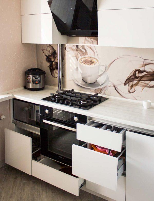 55_Кухня-белая-с-фасадами-из-пластика