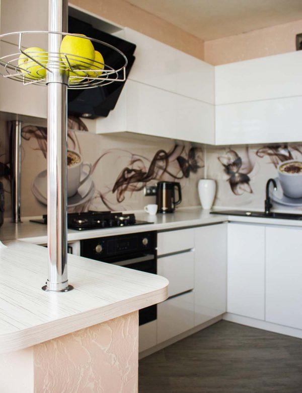 57_Кухня-белая-с-фасадами-из-пластика