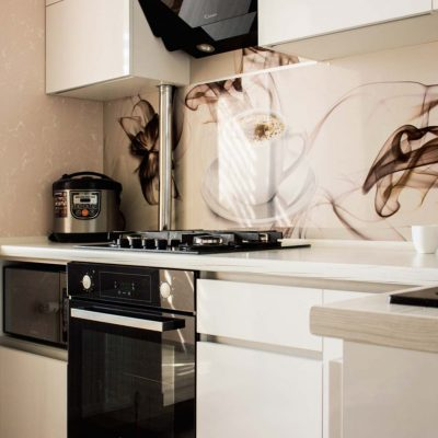 54_Кухня-белая-с-фасадами-из-пластика